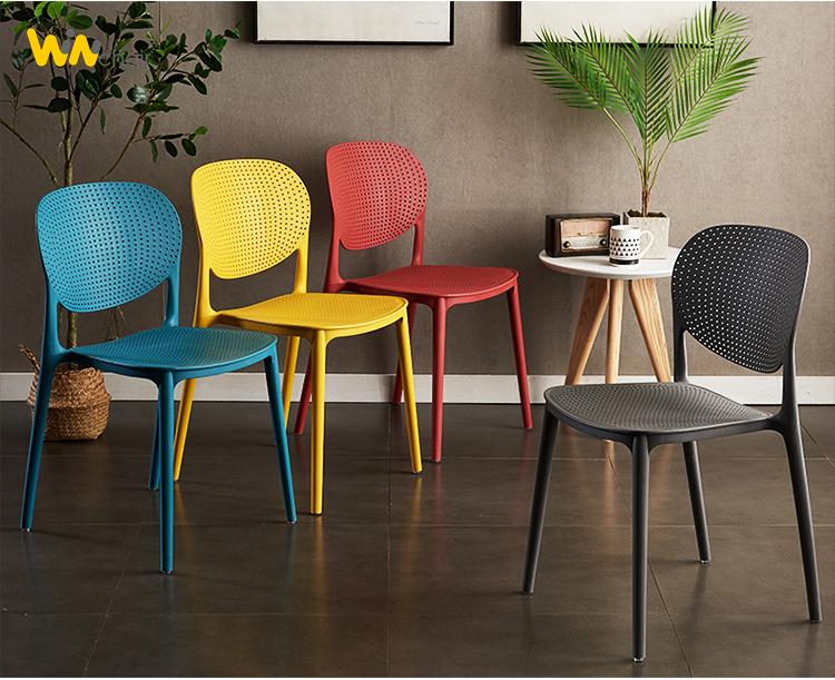 Màu sắc ghế nhựa Ponny rất phong phú và đa dạng