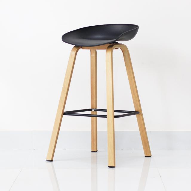Ghe-quay-bar-Malis-stool-mau-den