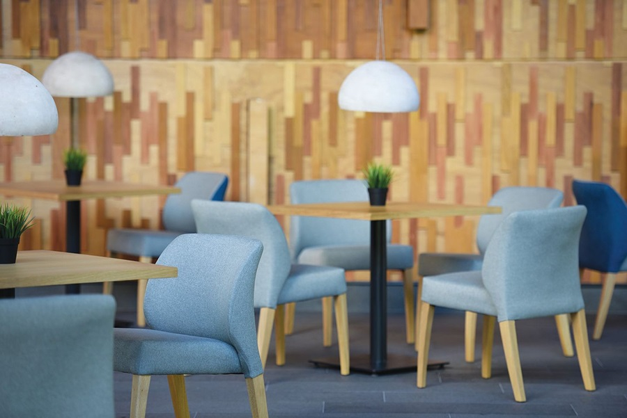 Ghế Blow trong không gian quán cafe