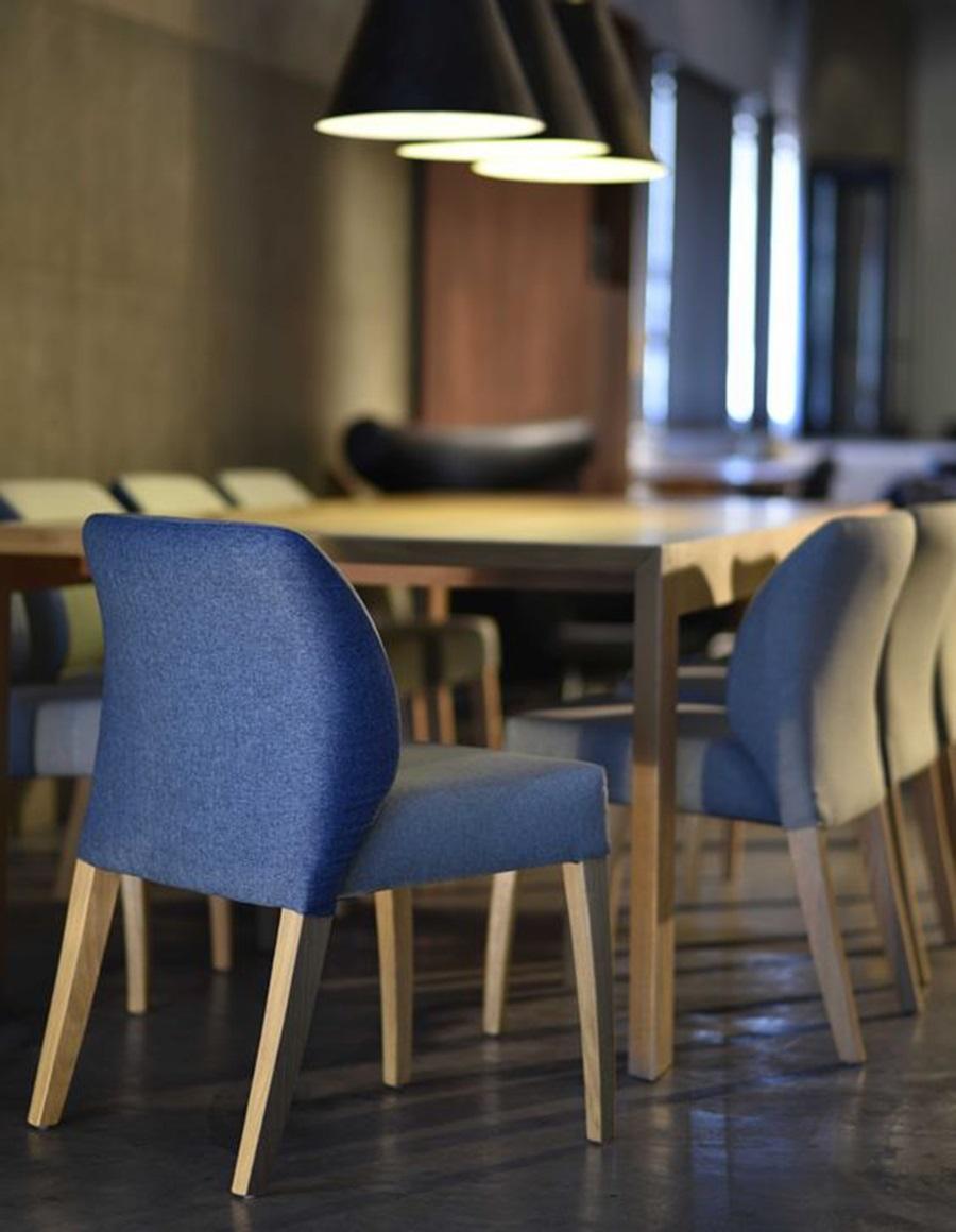 Ghế Blow trong không gian nội thất nhà hàng